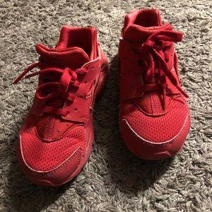 Boys Red Nike Huarache Run in size 12.